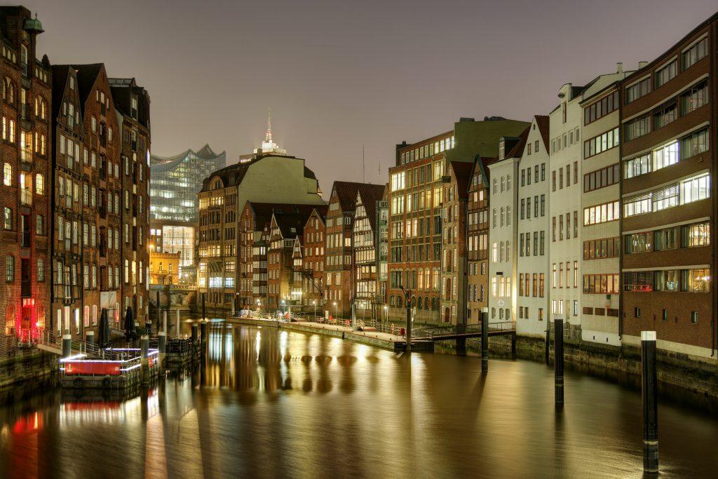 Hamburg bei Nacht, Britta Mertens GmbH